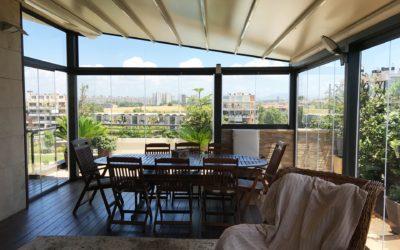 Vetrate Skyglass per balconi e terrazzi, 3 volte convenienti