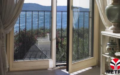 Lunga vita a infissi e porte in legno: come fare pulizia e manutenzione